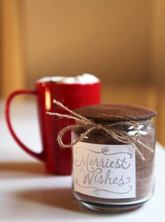 Pin for Later: 30 Edible Gifts You Can Make at the Last Minute Vanilla Hot Chocolate Mix Nothing feels wintery quite like a warm mug of hot cocoa. So treat your friends to a vanilla hot chocolate mix that they can save for a chilly day. Hot Chocolate Mix, Hot Chocolate Recipes, Chocolate Crafts, Chocolate Powder, Chocolate Dipped, Chocolate Cookies, Jar Gifts, Food Gifts, Gourmet Gifts