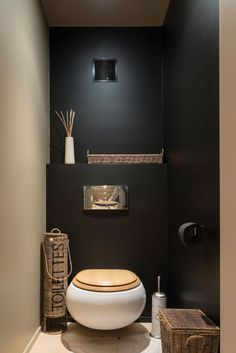 Black wall in a small toilet room? Could work with contrasting wall and good light Black wall in a small toilet room? Could work with contrasting wall and good light Guest Toilet, Downstairs Toilet, Bad Inspiration, Bathroom Inspiration, Pinterest Inspiration, Toilet Room, Toilet Paper, Toilet Wall, Toilet Closet