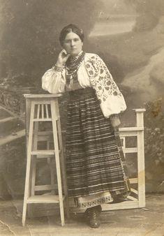 Жінка в традиційному Українському строї. Рівненщина ( м. Рокитне ? ) 1920 -ті.