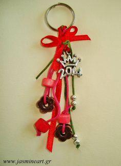 Γούρι 2014 Στέμμα, Διαστάσεις: 10cm, Κωδικός: Γ108, Τιμή: € 1.99 Christmas Crafts, Christmas Ornaments, Lucky Charm, Charms, Holiday Decor, Key Rings, Weihnachten, Christmas Jewelry, Christmas Decorations