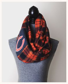 Chicago Bears Infinity Scarf...you could do this for any sports team. This is CUTE