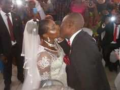 Rains Of Joy As 50 Years Old Woman Weds In Port-Harcourt http://ift.tt/2EC8meh