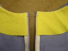 centered zipper construction.  I'm liking these directions.  Add the zipper before constructing the rest of the garment