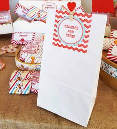 Candy Bar - Circo Para el primer año y bautismo de Pedro Circus Birthday, Circus Party, Baby Birthday, Ideas Bautismo, Circus Clown, Bar, Gift Wrapping, Invitations, Candy