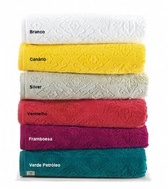 Jogo de Banho 2 Peças Karsten - Kira Silver    O jogo de banho é composto por 1 toalha de banho e 1 toalha de rosto. As toalhas de banho Karsten da linha Kira são de excelente qualidade. A composição de 100% algodão na gramatura de 440 g/m² formam uma toalha macia, delicada e requintada.