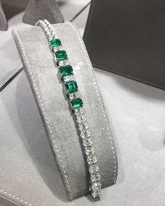 "227 Likes, 1 Comments - @bahrainjewellerycentre on Instagram: ""Emerald Bracelet #Bjc #GraffDiamonds"""
