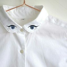 Embroidered White Shirt with Statement Winking Eyes Collar - Stickerei Ideen Shirt Embroidery, Embroidery Designs, Jeans Und Converse, Diy Fashion, Ideias Fashion, Curvy Fashion, Fall Fashion, Fashion Trends, Crisp White Shirt