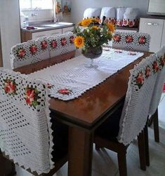 Right at the moment when we were discussing about some new inspirations for crochet art, an Idea came to my mind that why not to plan some awesome crochet table runner ideas and designs. This seemed a perfect direction to rush towards. Crochet Decoration, Crochet Home Decor, Crochet Art, Crochet Motif, Crochet Designs, Crochet Crafts, Crochet Doilies, Crochet Projects, Crochet Patterns