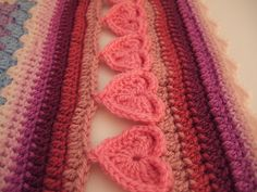 Line of Hearts Crochet Edging :: Free #Crochet Edging Patterns!