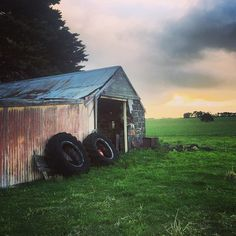 So lucky to have spent the weekend with family at this beautiful place #farmlife #portfairy #family #love #farmhouse #shed #dusk #photographer #nightsky by tesseverett