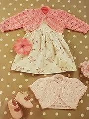 free knitting pattern for baby girl bolero Knitting For Kids, Baby Knitting Patterns, Baby Patterns, Free Knitting, Crochet Baby, Knit Crochet, Girls Knitted Dress, Baby Cardigan, Summer Cardigan