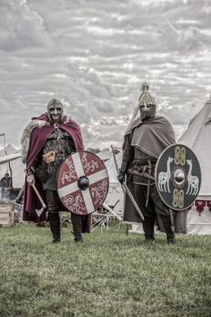 Noble Wulio (Izquierda) y noble Enoilio (Derecha)