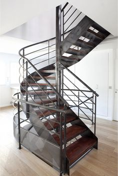 1000 images about un escalier en acier et bois on pinterest mezzanine metals and loft. Black Bedroom Furniture Sets. Home Design Ideas