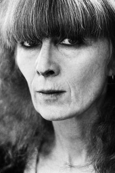 """Sonia Rykiel, the French designer dubbed the """"queen of knitwear"""" by Women's Wear Daily in the died Thursday at her home in Paris. Sonia Rykiel, Talitha Getty, Isabella Blow, Daphne Guinness, Fashion Art, Fashion Design, Fashion Trends, Francoise Hardy, Solid And Striped"""