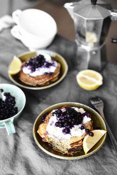 Bananpannkakor med ricotta, citron och blåbär | Banana pancakes with ricotta, lemon and blueberries | flora.metromode.se