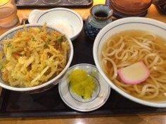 博多といえばラーメンが有名ですが実はうどんもよく食べられるんですよ() 福岡で多くのうどんの有名店がありますが一番よく行くのはウエスト ウエストに行くと定番で注文するのがゴボウ天うどんかかき揚げ丼セット ウエストのかき揚げはカラッと揚がっていて美味しいですよ() tags[福岡県]
