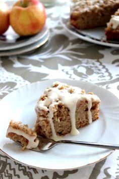 Wicked sweet kitchen: Pehmeä omena-murupiirakka tuorejuusto-kuorrutuksella - Apple crumble coffee cake with cream cheese glaze