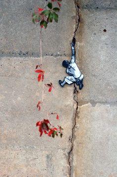First update of 2014 from our street art world // See more urban art, wall murals & graffiti art from the world's urban street artists on Mr Pilgrim 3d Street Art, Amazing Street Art, Street Art Graffiti, Street Artists, Amazing Art, Graffiti Artists, Green Street, Sidewalk Art, Outdoor Art