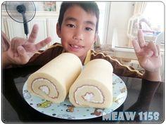 """แยมโรล...สูตรวังไกลกังวล """"หอม...ฟู....นุ่ม"""" (how to) Thai Recipes, Cake Recipes, Jam Roll, Thai Dessert, Afternoon Tea, Cake Decorating, Bakery, Rolls, Food And Drink"""