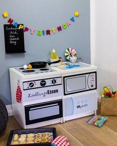 Limmaland play kitchen for kids #Ikea and #DIY fans. // Ikea Kinderküche mit MALM Kommode