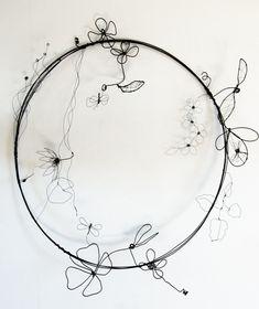 Wire Crafts, Jewelry Crafts, Sculptures Sur Fil, Ombres Portées, Wire Jig, Sculpture Techniques, Fleurs Diy, Wire Tree Sculpture, Wire Flowers