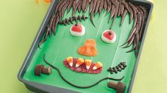 Looking for a creative dessert? Then check out this Frankenstein cake – perfect for Halloween.