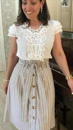 New style feminino gordinha Ideas Modest Fashion, Fashion Dresses, Look Office, Romantic Outfit, Casual Work Outfits, Blouse Styles, Sweater Fashion, Lace Tops, Skirt Outfits