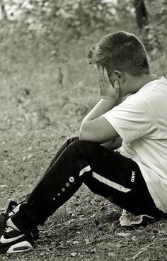 #wattpad #mystre-thriller Dans la Cité Kerfontaint, Kilian, treize ans, est accusé de viol sur sa petite voisine de quatre ans. Bien que l'enquête démontre rapidement son innocence, le commissaire Martin Schuller de la brigade des mœurs, qui dicte sa propre loi dans la Cité où il a grandi, et qu'il entend purger à sa façon...