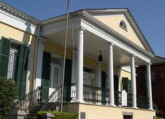 Beauregard Keyes House, Louisiana: At 2:00 in the morning, on foggy, moonlit nights, General Beauregard and his troops materialize out of the wood paneled walls along the hallway near the ballroom. The living are treated to the clattering footsteps of his phantom troops. All the soldiers appear in Confederate dress uniform, and then slowly turn bloody and tattered, as if they are revisiting their bloody battle.
