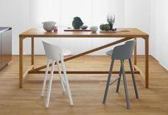 Alti e bassi, in legno, alluminio o plastica. Una selezione di stool da bar come alternativa alle classiche sedieST12 Other di e15