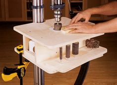 Homemade drum sanding table featuring removable inserts, integral dust collection port, and drum storage. Constructed from plywood and melamine-coated polyboard. Wood Turning Lathe, Wood Turning Projects, Wood Lathe, Wood Projects, Homemade Drum, Homemade Tools, Diy Tools, Woodworking Lathe, Woodworking Projects