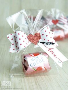 Goodie Valentinstag DIY Paper Lanterns Paper lanterns come in diverse sizes and styles and have emer Valentine Treats, Valentine Day Crafts, Valentine Cupcakes, Heart Cupcakes, Kids Valentines, Pink Cupcakes, Candy Crafts, Paper Crafts, Diy Paper