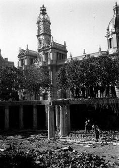 Desmantelamiento del Mercado de Flores y reforma de la plaza. 1961