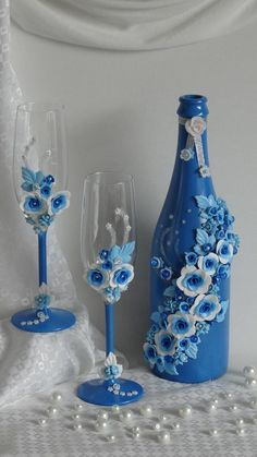 DIY Wine Bottle Painting Ideas for Home Décor A bottle is mostly a narrow-necked container produced Glass Bottle Crafts, Wine Bottle Art, Painted Wine Bottles, Diy Bottle, Painted Wine Glasses, Bottles And Jars, Glass Bottles, Bottle Lamps, Decorated Wine Glasses