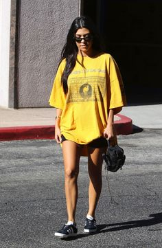 #KourtneyKardashian, #LosAngeles, #Style Kourtney Kardashian Street Style - Out in Los Angeles 08/22/2017 | Celebrity Uncensored! Read more: http://celxxx.com/2017/08/kourtney-kardashian-street-style-out-in-los-angeles-08222017/