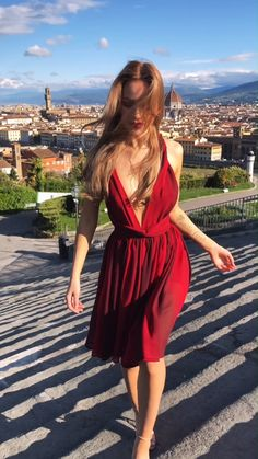 Convertible dress material with ombre shades of red creates magic illusion to make you look stunning! All models seen in the pictures are of the one and the same dress. Buy one and create many different looks! Source by dress videos Red Dress Outfit, Edgy Dress, Chic Dress, Event Dresses, Prom Dresses, Convertible Dress, Infinity Dress, Summer Outfits Women, Classy Outfits