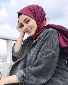 Image may contain: 1 person closeup and outdoor Tesettür Tunik Modelleri 2020 Hijab Style Dress, Hijab Chic, Hijab Outfit, Beautiful Hijab Girl, Beautiful Muslim Women, Hijabi Girl, Girl Hijab, Hijab Fashion Summer, Women's Fashion