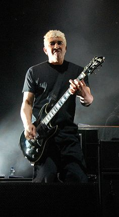Pat Smear (Nirvana) performing on one of his Hagstom guitars with the Foo Fighters in Pensacola, FL (2008)