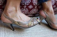 La pointe Des Pieds / SOULIERS EVELINS / Sling Vintage / Made In France / Sandales / Escarpins/ Python / Résille / Taupe de la boutique LARELIGIEUSE sur Etsy