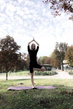 """Ogni attività contribuisce a raggiungere obiettivi diversi. Corro ogni mattina per 20 minuti per oltrepassare il mio limite """"io odio correre"""" e quindi per iniziare la giornata in modalità vincente, perché mi dà energia e mi sveglia, per la salute. È l'unica attività cardio che faccio. Mi alleno con i pesi 4 volte a settimana per 1 ora e 20. Lo faccio per creare il corpo che desidero. Per essere forte ed in forma. Viral Trend, Yoga, Social Media, Cardio, Strong, Diets, Social Networks, Yoga Sayings, Social Media Tips"""