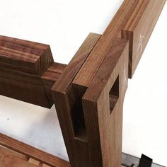 Lamp Woodworking Plans - Woodworking Workshop Table Saw - Woodworking Shop The Family Handyman - Woodworking Techniques Router Bits - Easy Woodworking Ideas, Japanese Woodworking, Woodworking Joints, Woodworking Techniques, Woodworking Furniture, Diy Furniture, Woodworking Plans, Woodworking Logo, Workbench Plans