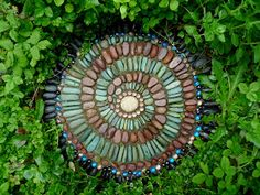 Jeffrey Bale's World of Gardens: Building a Pebble Mosaic Stepping Stone - this technique would work great for outdoor shower floor.