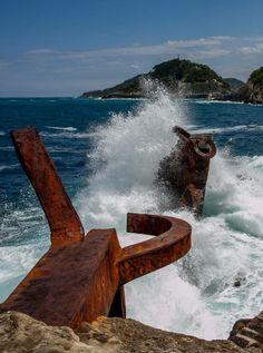 La fuerza del Peine del Viento  http://www.fromtourist2local.com/san-sebastian.html