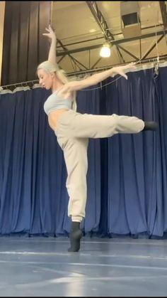 Ballet Dance Videos, Ballet Poses, Dance Tips, Dance Choreography Videos, Dance Poses, Ballet Dancers, Contemporary Dance Moves, Dance Motivation, Flexibility Dance