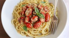 Spaghettini with Roasted Tomatoes, Fresh Basil, and Toasted Garlic Breadcrumbs 40 mins to make, serves 4-6 #food