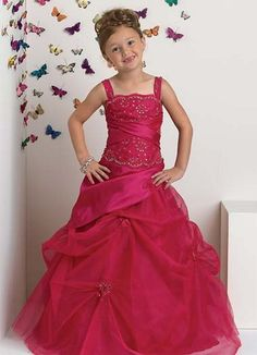 Robe princesse enfant Girls Party Dress, Girls Dresses, Formal Dresses, Party Dresses, Smocking Patterns, Red Fashion, Beautiful Children, Ball Gowns, Tulle