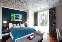 Kids room | #bright #modern #kidsroom #boysroom #blackandwhite #blue #rug #interiordesign #interior #dresser #bluebedding #ceiling #splatterceiling