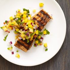 Chili-Rubbed Salmon with Mango-Peach Salsa: A fresh mango-peach salsa pairs beautifully with rich & flavorful grilled salmon. Serve this summery dish over salad for an easy weeknight supper. Ww Recipes, Fish Recipes, Seafood Recipes, Great Recipes, Dinner Recipes, Cooking Recipes, Favorite Recipes, Seafood Dishes, Healthy Recipes