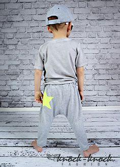 spodnie dresowe ze ściągaczem w pasiefason z luźnym krokiem – MUST HAVE tego sezonu , z tyłu neonowa gwiazdka ,krój: unisex. Do kupienia na:  mail: knocknock.fashion@gmail.com fb: https://www.facebook.com/pages/knock-knock-fashion/230430617163127?ref=hl instagram: http://instagram.com/knock_knockfashion# #kidsfashion #modadladzieci #fashionkids #modnedziecko