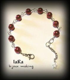 Bracciale con perle in vetro e maglia realizzata a mano.
